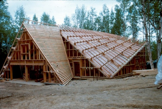 "The curved exterior walls from the inside of the truss joist are; horizontal 1x4 @ 16"" o.c, vapor barrier and 5/8"" gyp. board. ■"